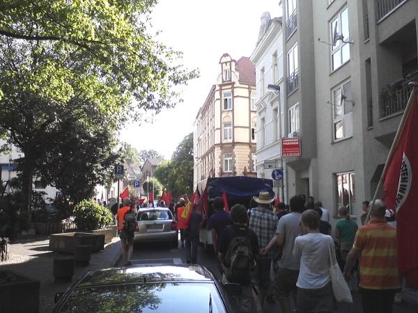Demo rund ums Rathaus