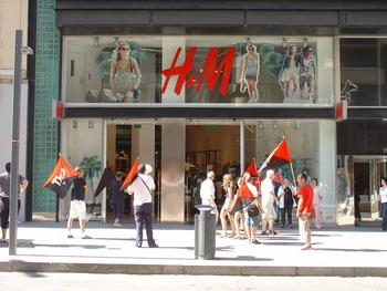 Kundgebung vor H&M in Alicante